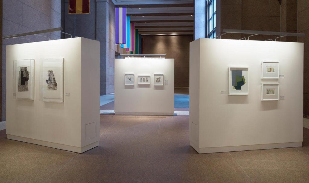 Exposición Inseparable Ties, Atrium del TC Energy Buildiing, (anteriormente Bank of America Building) noviembre 2020-marzo 2021. Fotografía: ©Thomas Dubrock